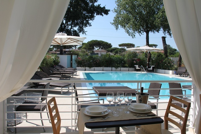 Piscina e spiaggia hotel central park versilia for Hotel meuble park spiaggia